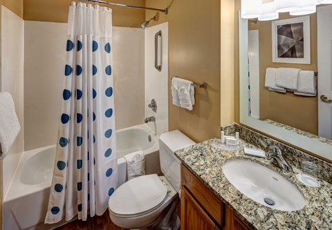 TownePlace Suites Dallas Las Colinas - Suite Bathroom