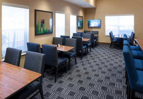 TownePlace Suites Dallas Las Colinas - Dining Area