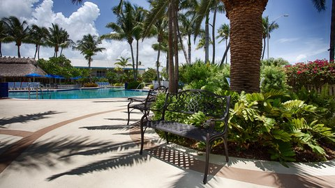 BEST WESTERN Key Ambassador Resort Inn - Pool Area