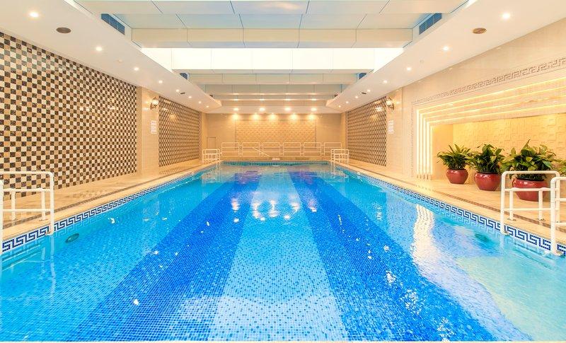 Crowne Plaza Hotel Shanghai Kilátás a medencére