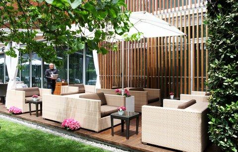 阿布奥西餐厅酒店 - Enjoy a cocktail in the quiet garden