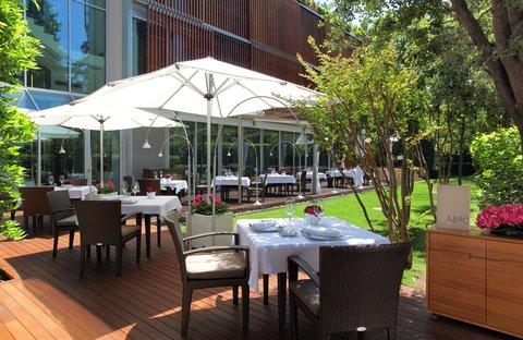 阿布奥西餐厅酒店 - ABaC Restaurant outdoor terrace