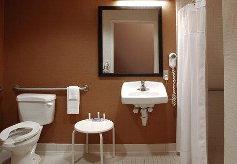 Fairfield Inn Kalamazoo West - Guest Bathroom