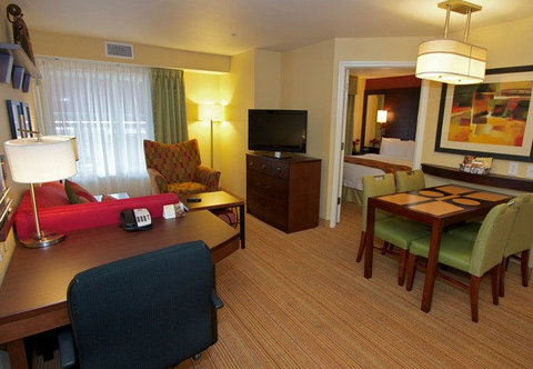 Residence Inn Bryan College Station - Two-Bedroom Suite   Living Area