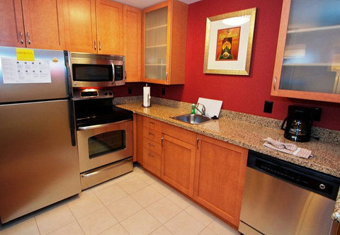 Residence Inn Bryan College Station - Two-Bedroom Suite Kitchen