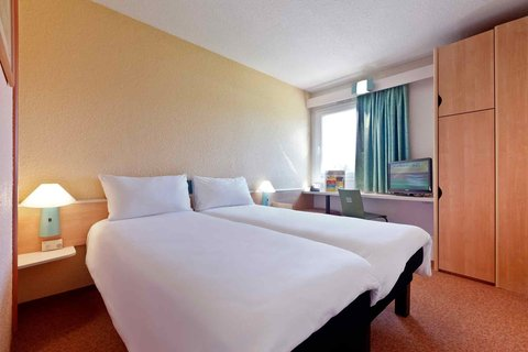Ibis Braganca - Guest Room