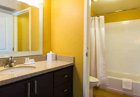 TownePlace Suites Cheyenne - Suite Bathroom