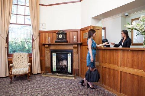 Rydges Hobart - Lobby Reception