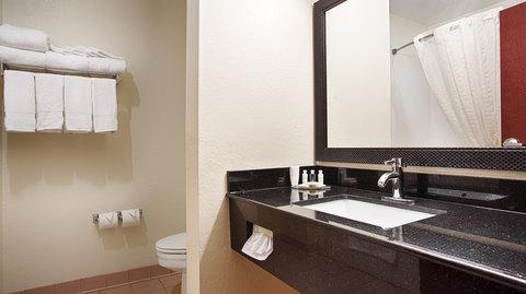 Best Western Concord Inn & Suites - Guest Bathroom