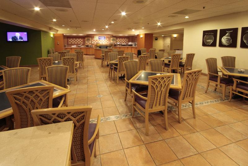 Holiday Inn Express Tecnologico Monterrey Ravintolat