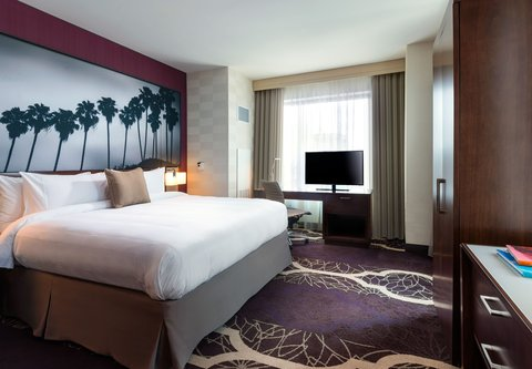 Residence Inn Los Angeles L.A. LIVE - Executive Suite - Sleeping Area