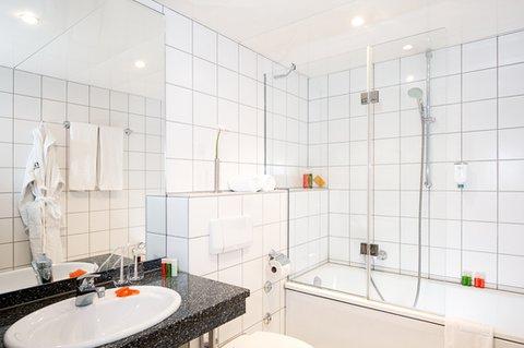 NH Düsseldorf City - bathroom
