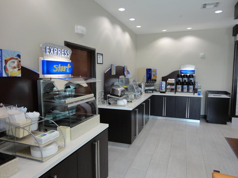 Holiday Inn Express KENEDY - A hot Express start for your day
