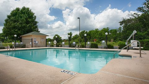 BEST WESTERN Big Spring Lodge - Relax and feel rejuvenated in our outdoor pool