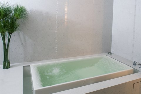 Maduzi Hotel Bangkok - Jacuzzi in All Rooms
