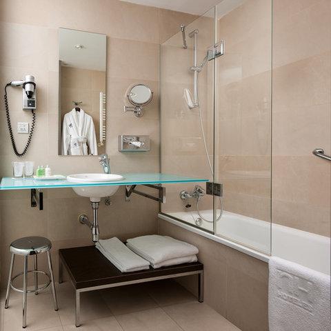 NH Alicante - bathroom