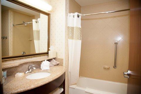 Hampton Inn Brownwood - Bathroom Vanity