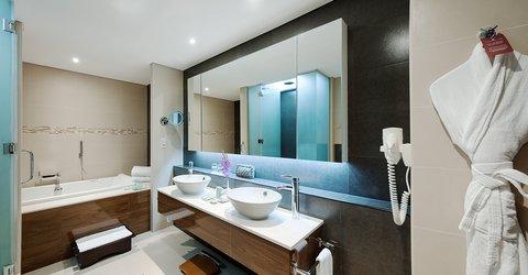Warwick Hotel Dubai - Penthouse Bedroom Suite Bathroom