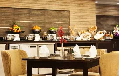 Warwick Hotel Dubai - Warwick Club Lounge Breakfast Table
