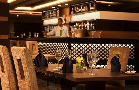 Warwick Hotel Dubai - World On Bar