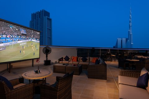 Warwick Hotel Dubai - Zephyr Night Time