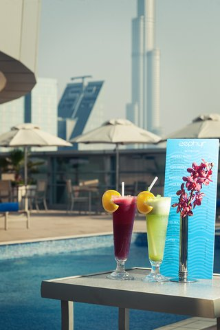 Warwick Hotel Dubai - Zephyr Rooftop Pool Cocktails