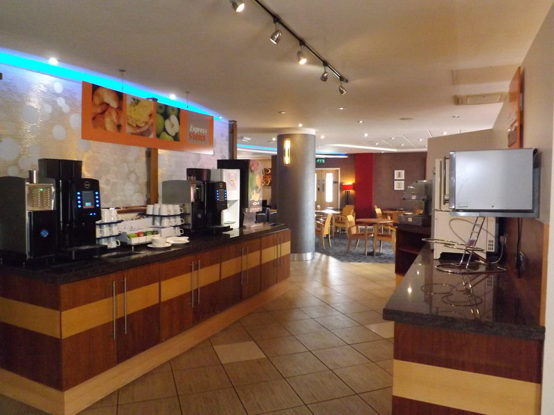 Holiday Inn Express Swindon City Centre Gastronomía