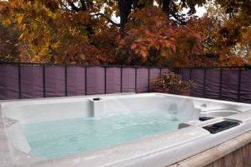 Castle Marne - Hot Tub