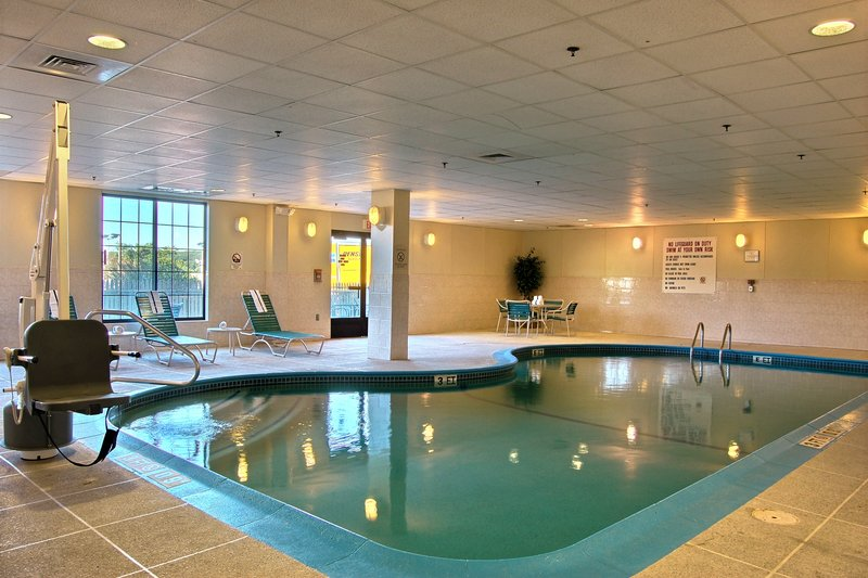 Holiday Inn Express Hotel & Suites Providence-Woonsocket Vista da piscina
