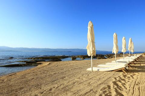 Hotel Demeure les Mouettes - Hotel s private beach
