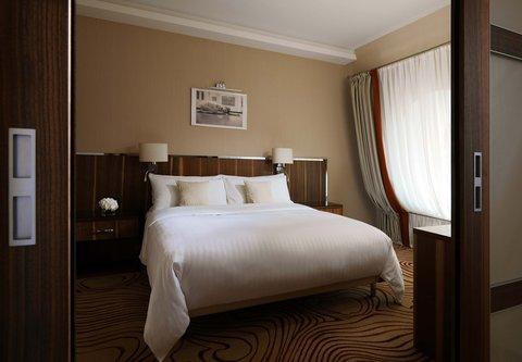 Novosibirsk Marriott Hotel - Suite Bedroom