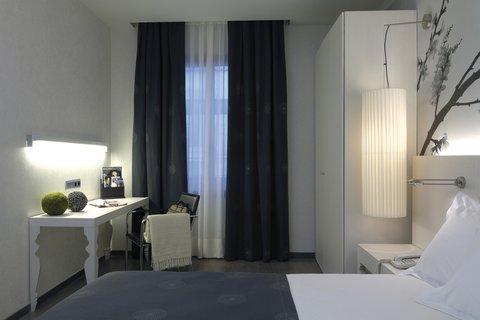 Hesperia Ramblas - Standard Room