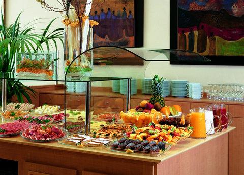 NH La Maquinista - Buffet Breakfast