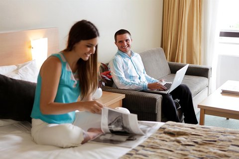 Rydges Plaza Hotel Cairns - RQCNSRooms Deluxe King