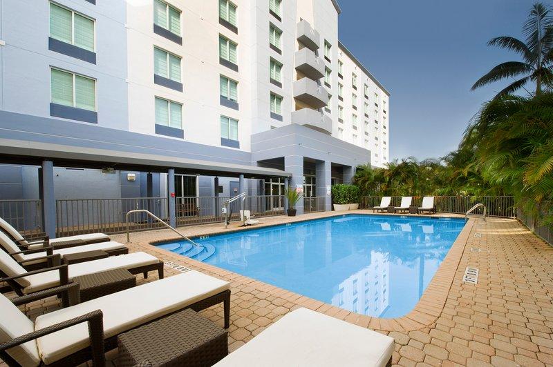 Holiday Inn Miami-Airport West Zwembadaanzicht