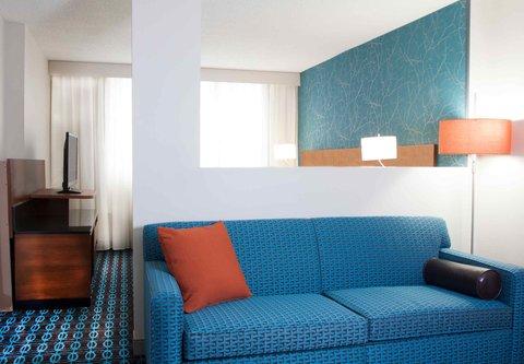 Fairfield Inn & Suites Charlotte Uptown - King Suite Living Room