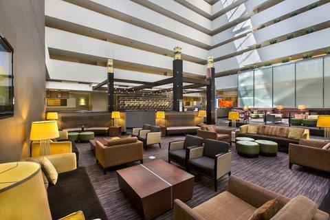 Holiday Inn Chicago Mart Plaza Hotel - 15th Floor Lobby