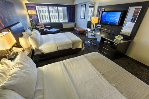 Holiday Inn Chicago Mart Plaza Hotel - Premium Double with Skyline View