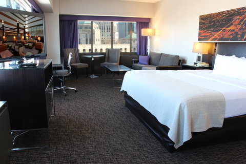 Holiday Inn Chicago Mart Plaza Hotel - Studio Suite with Skyline View