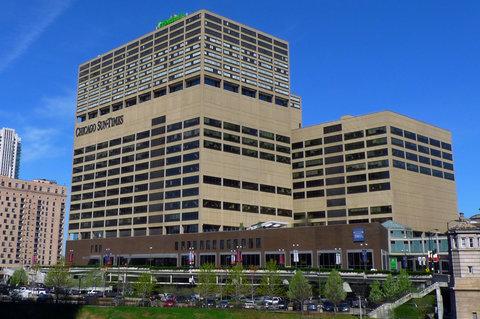 Holiday Inn Chicago Mart Plaza Hotel - Hotel Exterior