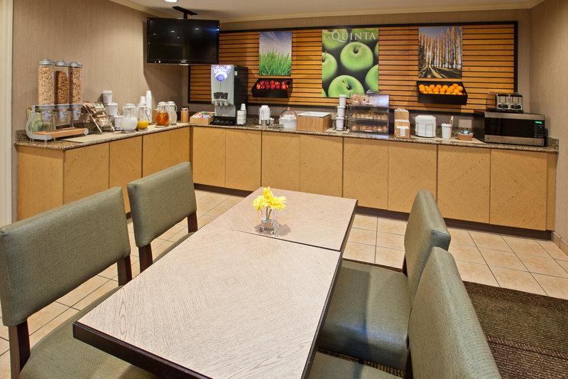 La Quinta Inn & Suites Nashville Airport Ravintolat