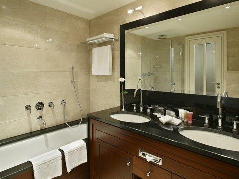 Kempinski Hotel Bristol Berlin - Deluxe Room bathroom