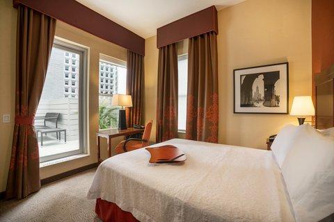 Hampton Inn Manhattan-Downtown-Financial - Queen Bed with Rooftop