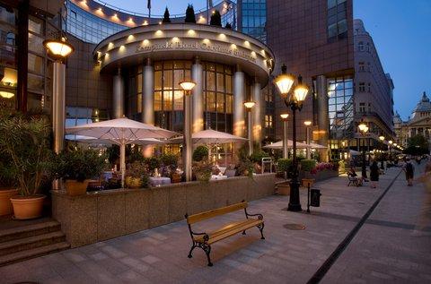 فندق كيمبنسكي كورفينوس بودابست - Exterior Fashion Street Kempinski Hotel Budapest