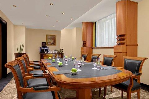 فندق كيمبنسكي كورفينوس بودابست - Ficino Boardroom Kempinski Hotel Corvinus Budapest