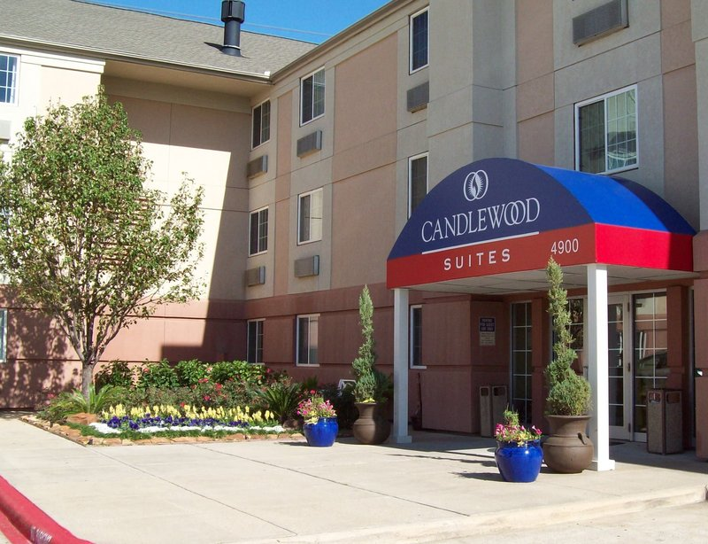 Candlewood Suites Houston by the Galleria Vista exterior