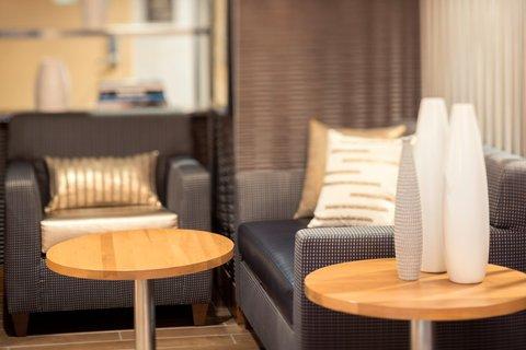 Hampton Inn Manhattan-Downtown-Financial - Lobby Seating Area