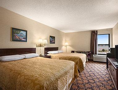 Super 8 Evansville North - Two Queen Bed Guest Room