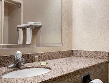 Super 8 Evansville North - Bathroom