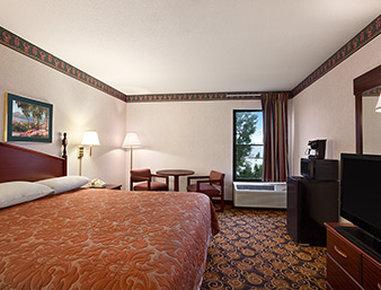 Super 8 Evansville North - ADA Guest Room